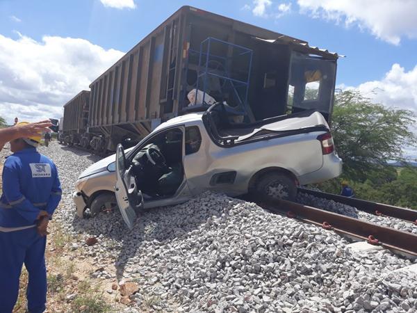 Tanhaçu: carro colide com locomotiva em Sussuarana; ninguém ficou ferido