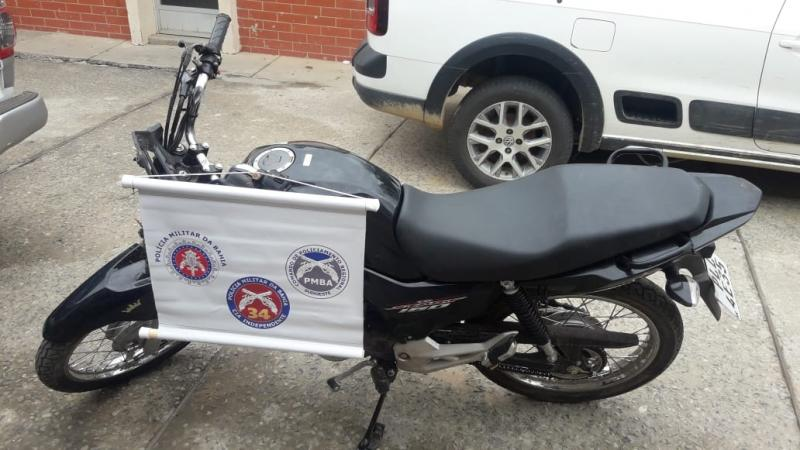 Polícia recupera motocicleta que havia sido roubada em Brumado; Três pessoas foram detidas