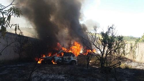 Ibicoara: pátio de veículos pega fogo
