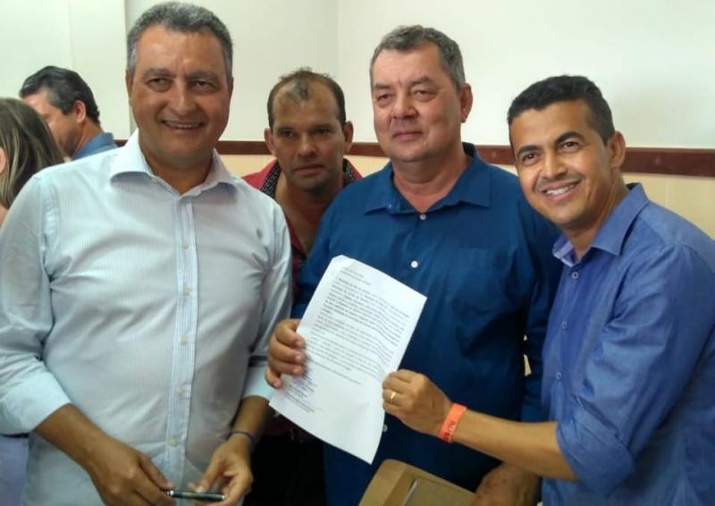 Guajeru: Prefeito Gil Rocha solicita urgência na conclusão da obra da adutora
