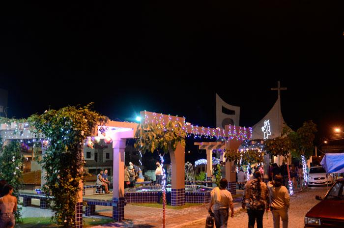 Natal da Cidade: Prefeitura de Aracatu entrega decoração natalina; veja o vídeo