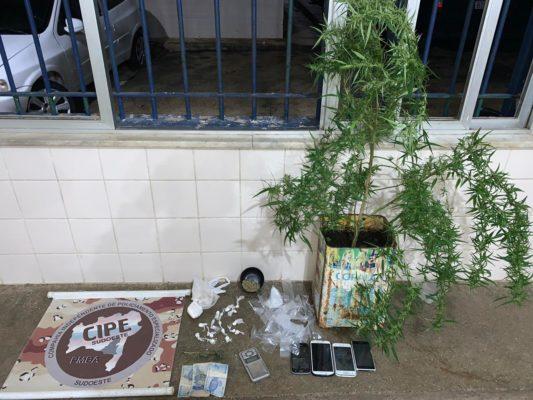 Polícia apreende drogas e celulares em Barra da Estiva