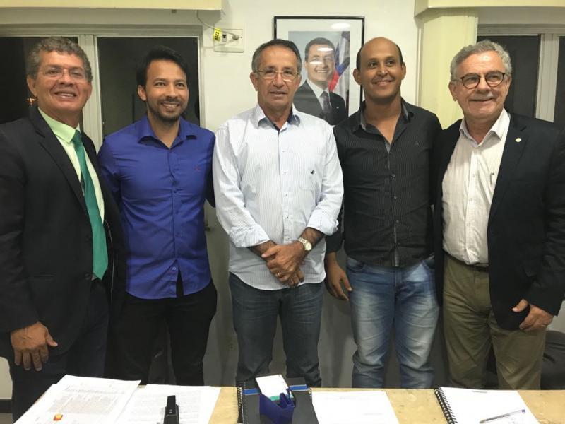 Tanhaçu: deputados e lideranças buscam alternativas para abastecimento de água