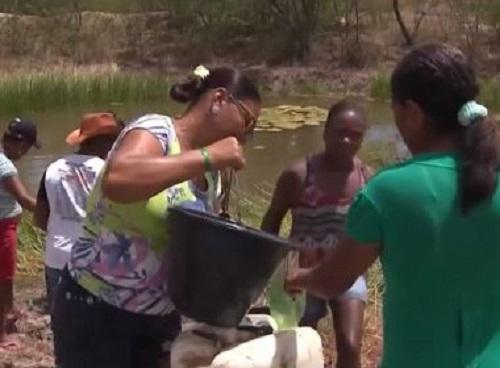 Feira: Moradores de distrito seguem há 1 mês sem abastecimento e usam água barrenta
