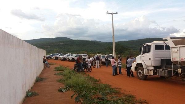 Prefeitura de Brumado com apoio da Polícia Militar retoma terreno ao lado do IFBA