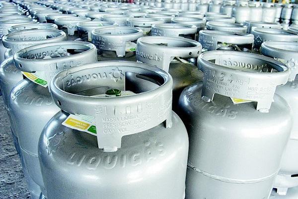 Botijão de gás de cozinha ficará 5% mais barato nas refinarias a partir de amanhã, 19
