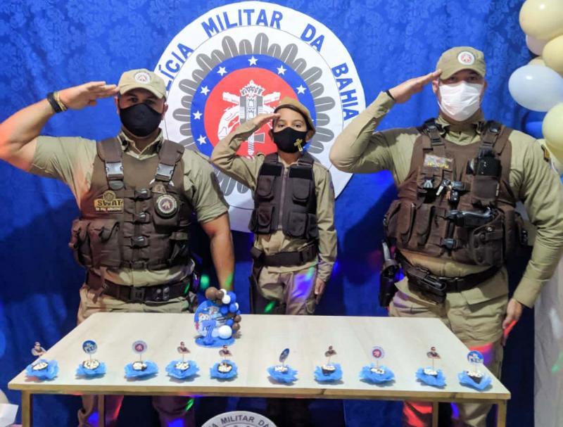 Em Ituaçu criança tem sonho realizado ao ser surpreendida com policiais em seu aniversário