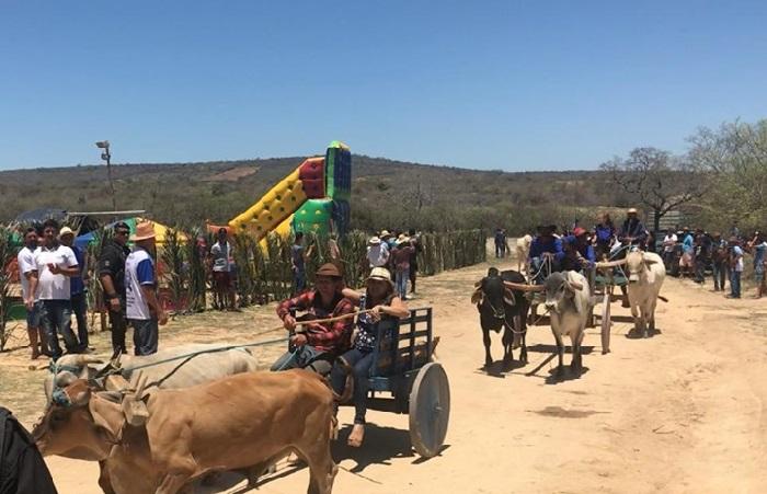 Prefeita de Malhada de Pedras participa de III encontro de carros de boi da comunidade de Tabuleiro, em Rio do Antonio