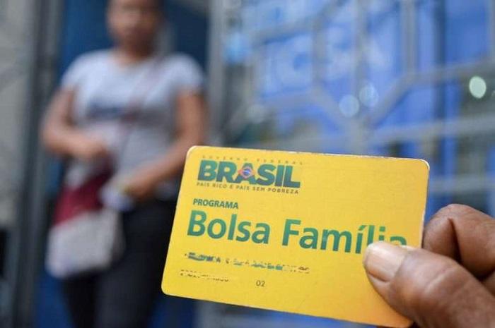 Governo anuncia 13° para beneficiários do Bolsa Família