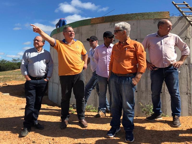 Técnicos da Embasa garantem que Povoado de Samambaia receberá água da Adutora do Algodão em setembro