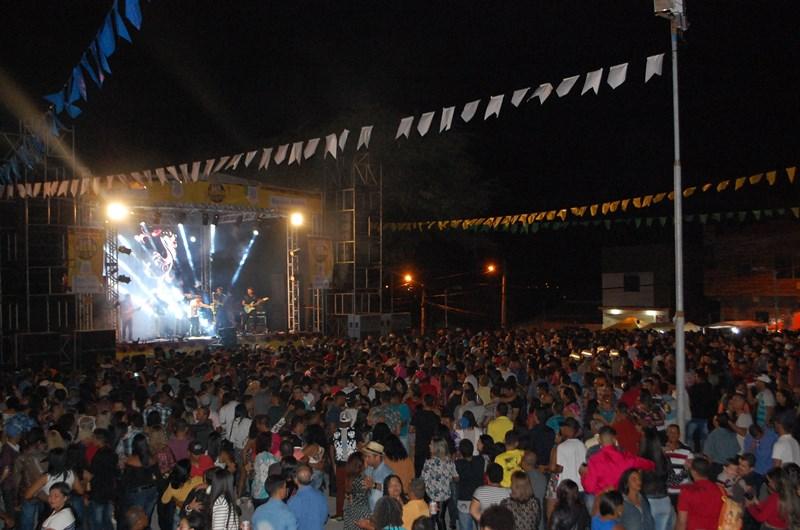 Brumado: São Pedro do Bairro Olhos D'Água tem sucesso de público nos primeiros dois dias