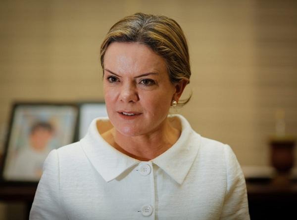 STF começa julgamento de ação penal contra Gleisi e Paulo Bernardo