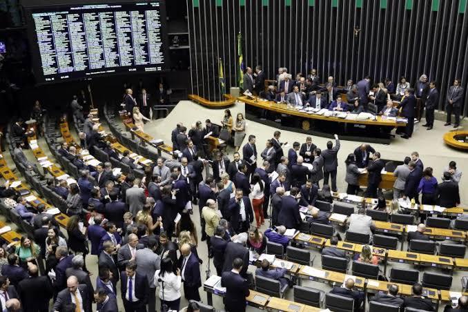 Congresso derruba veto e pune divulgação de calúnia com finalidade eleitoral