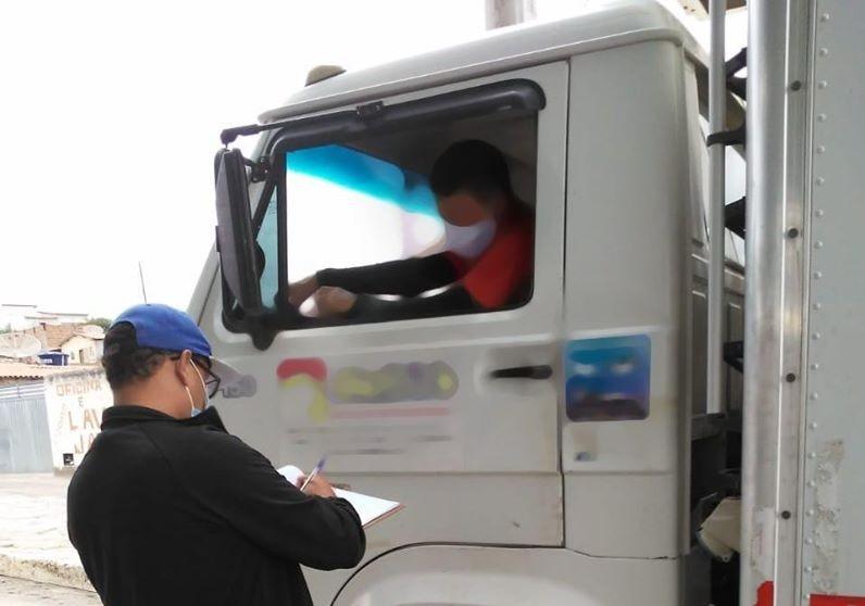 Para conter avanço da Covid-19, prefeitura de Aracatu instala barreira sanitária