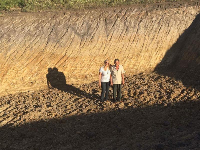 Prefeita de Malhada de Pedras faz vistoria de construção de aguada na zona rural do município