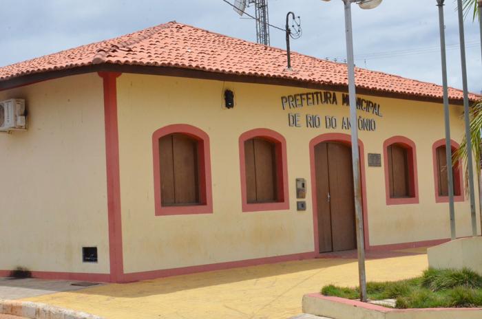 Prefeitura de Rio do Antônio paga salário em atraso e servidores da educação retomam as atividades