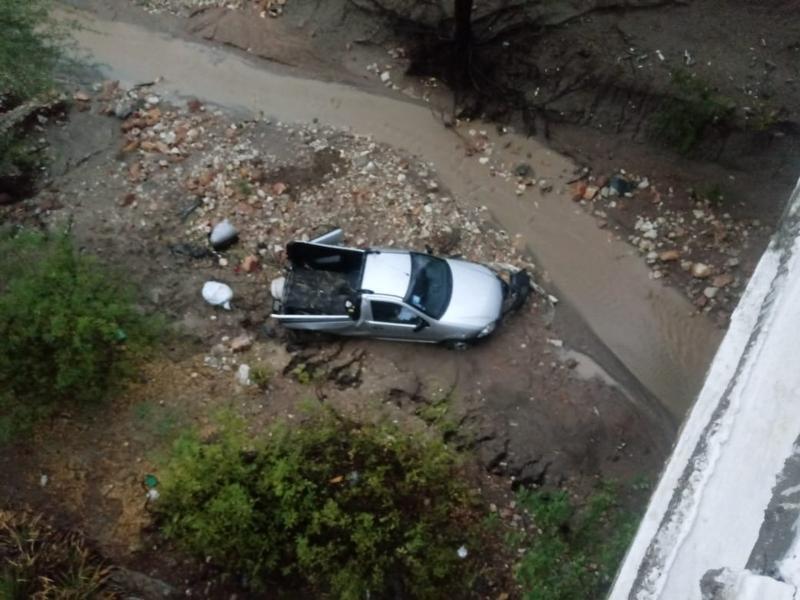 Homem morre e dois ficam feridos após carro cair de ponte de 15 metros em acidente na Bahia