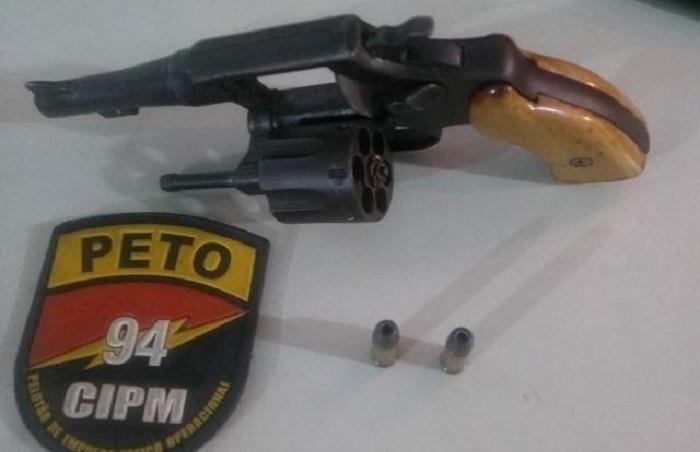 Duas pessoas são presas em Caetité por porte ilegal de arma de fogo