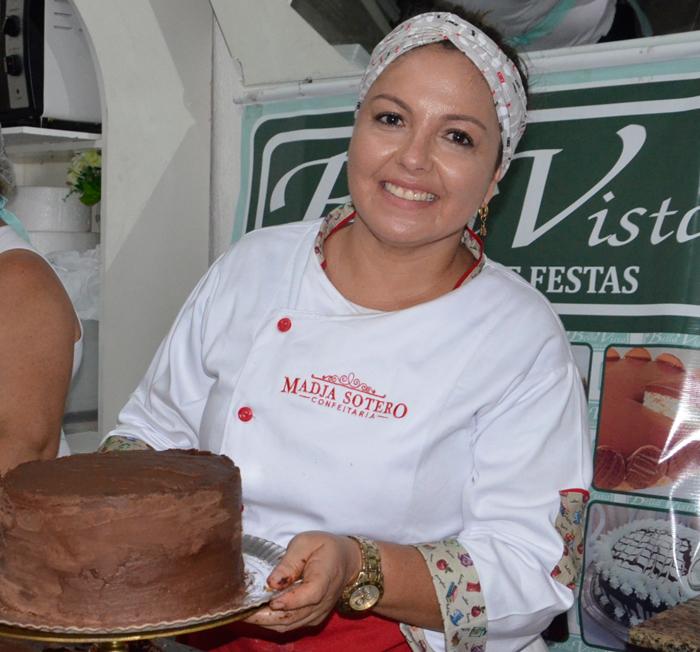 Curso de confeitaria promovido pela Bella vista atrai pessoas de Brumado e região