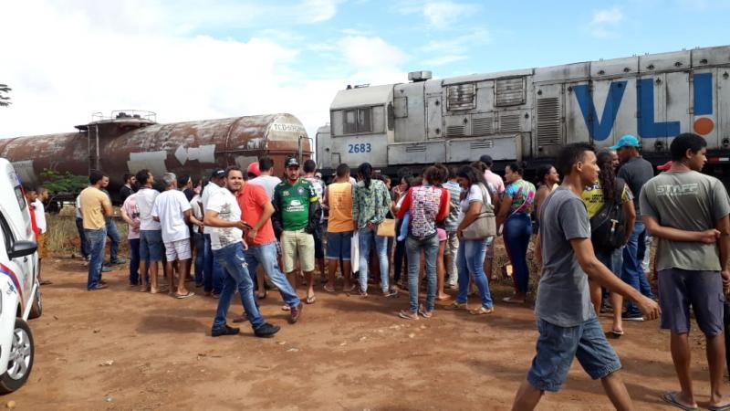 Mulher morre atropelada por locomotiva após caminhar nos trilhos em Licínio de Almeida