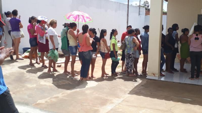 Prefeita de Malhada de Pedras visita Cras e acompanha entrega de alimentos do PAA a famílias carentes