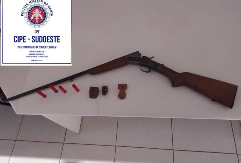 Caetité: Ao fugir de abordagem, suspeito abandona arma e munição em estrada vicinal
