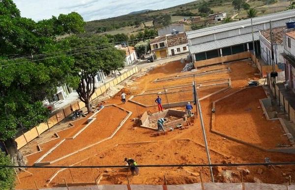 Obras de construção da nova Praça da Feira em Guajeru continuam