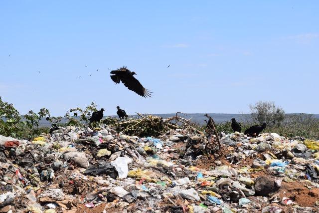 Morro do Chapéu é acionado pelo MP por manter lixões funcionando e descarte irregular de material