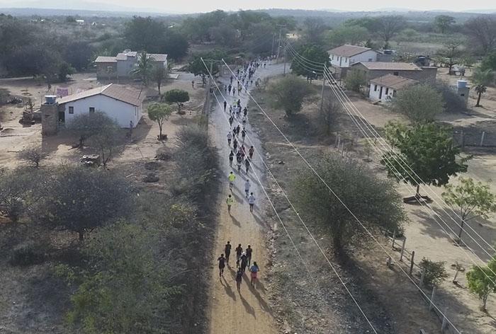 Atletas profissionais e amadores de vários lugares do Brasil participaram da Meia Maratona do Terrão em Brumado; veja o vídeo