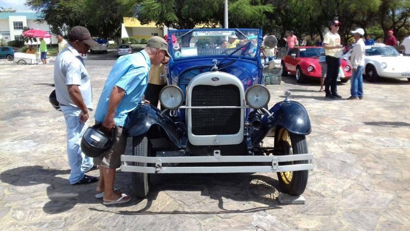 11º Encontro de carros antigos acontece em Guanambi