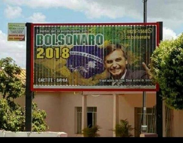 Outdoor de Jair Bolsonaro é instalado em Caetité