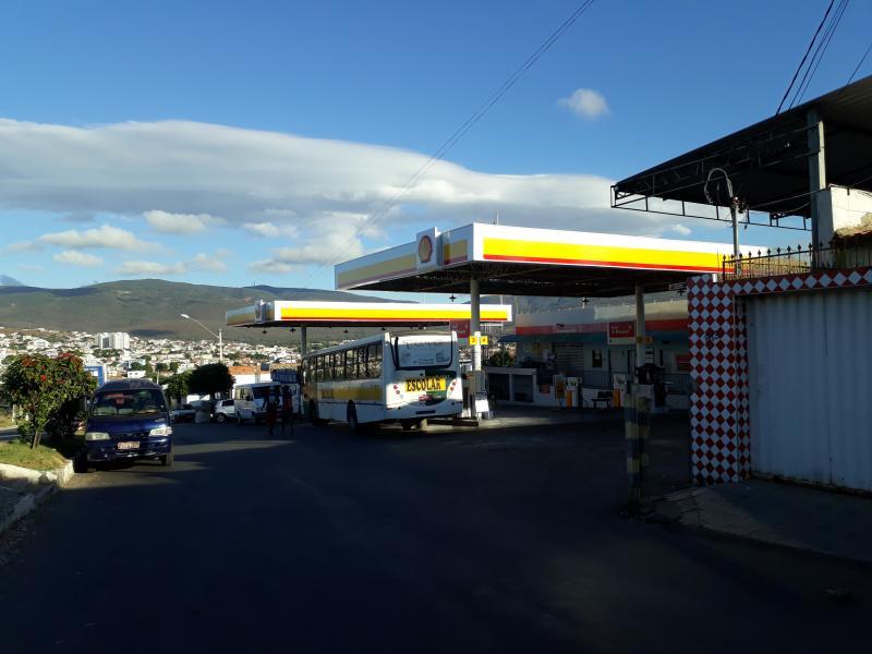 Brumado: Caminhoneiros mantêm trevo da BR – 030 com a BA – 262 bloqueado; álcool e gasolina já começam a faltar em alguns postos