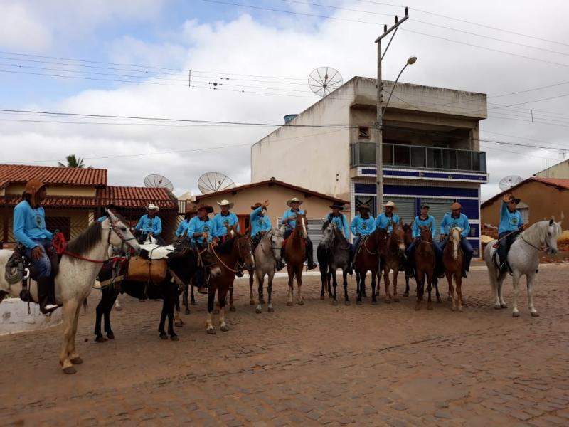 Comitiva 100 Parea de Maetinga realiza cavalgada com destino a Gruta da Mangabeira em Ituaçu