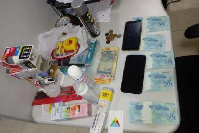 Cerca de R$ 4.400 em cédulas falsas, com dois homens, são apreendidos pela Policia Militar em Vitória da Conquista