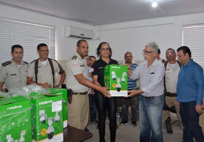 Pontos estratégicos de Brumado serão monitorados com câmeras de última geração entregues ao CICOM pelo Prefeito Eduardo Vasconcelos