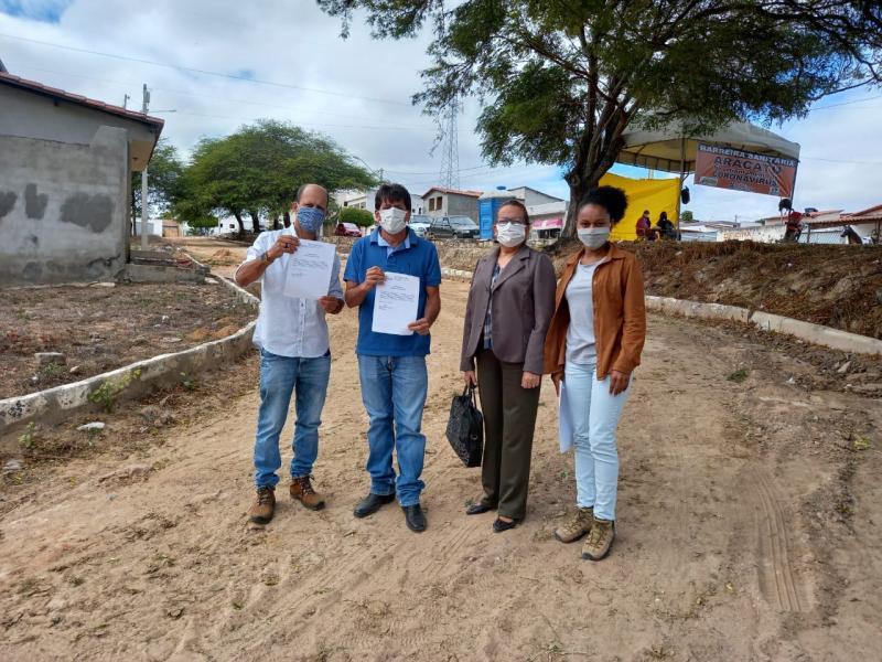 Aracatu: Prefeito entrega mais duas ordens de serviço as empresas responsáveis pela ampliação do Hospital Municipal Felinto da Silveira Maia