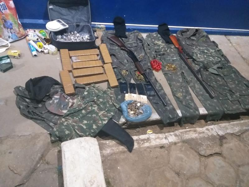 Polícia apreende armas, drogas, munições e outros materiais ilícitos em Rio de Contas