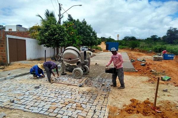 Guajeru: obras de Pavimentação da Praça de Esportes Luiz Cabral segue em andamento
