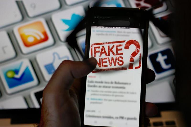 Senado aprova projeto de combate a fake News