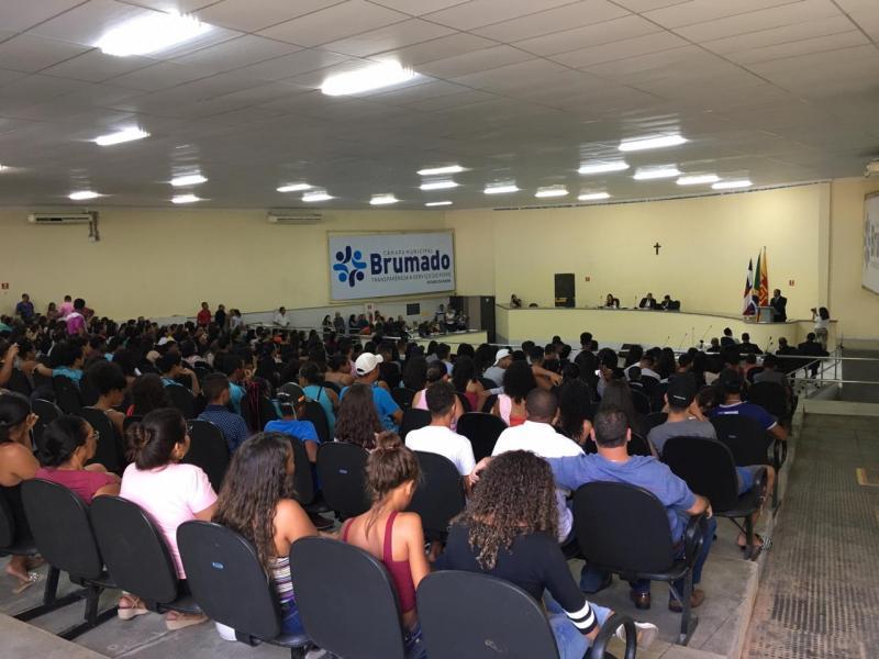 Confira o vídeo da manifestação de pais e alunos na Câmara de Vereadores de Brumado