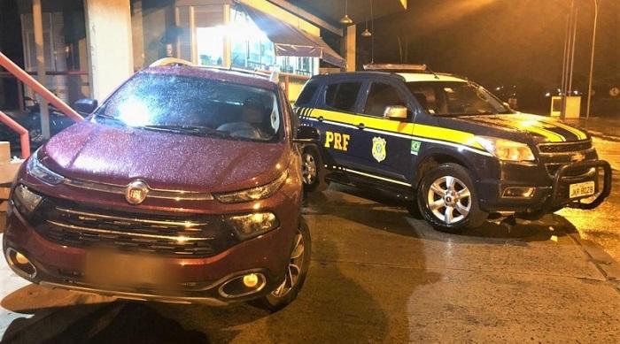 PRF recupera caminhonete e prende motorista por uso de documento falso e receptação em Vitória da Conquista