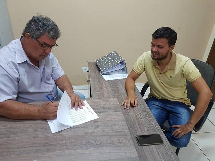 Prefeito assina ordem de serviço para pavimentação de três ruas em Rio do Antônio