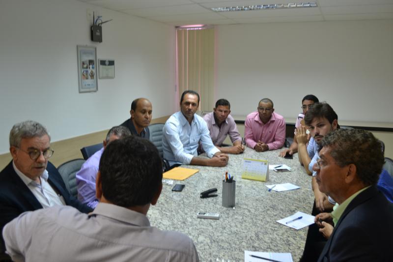 Deputado e lideranças de Encruzilhada buscam solucionar o abastecimento de água