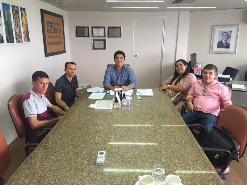 Presidente da Câmara de Malhada de Pedras e demais vereadores se reúnem com deputados em busca de benefícios para o município