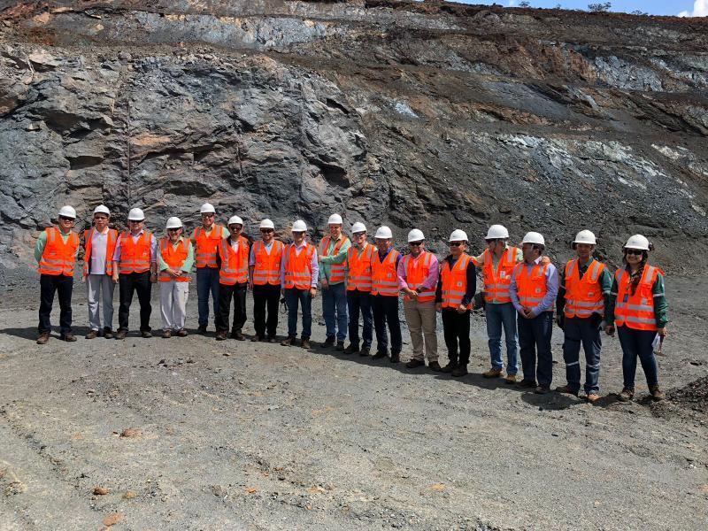 Chineses sobrevoam mina de ferro e ferrovia em Caetité