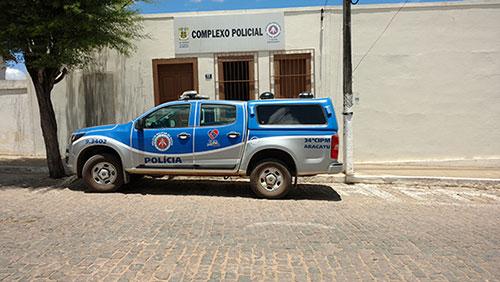 Aracatu: Homem é conduzido à delegacia por portar arma de fogo em praça pública