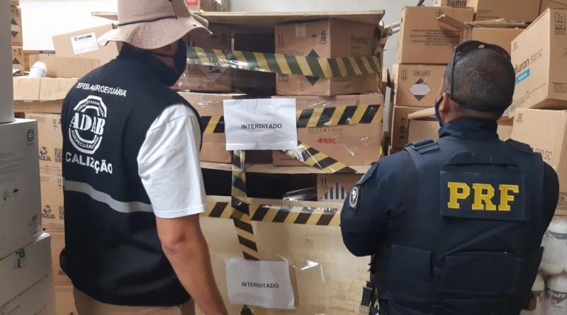 Em ação conjunta, PRF e ADAB interditam caixas de inseticidas com suspeita de falsificação