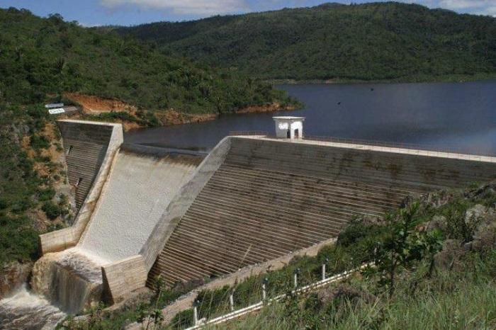 Três pessoas desaparecem após canoa virar em barragem na Bahia