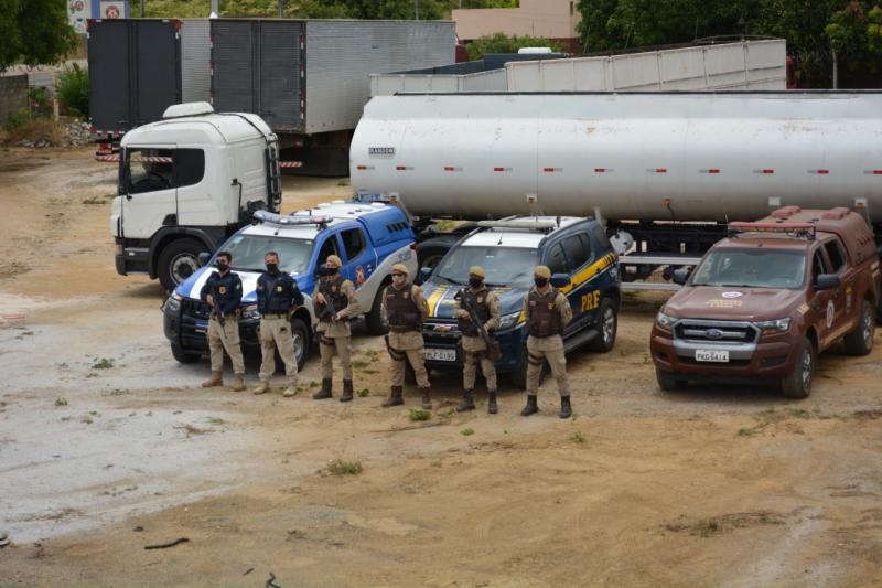 Caminhão tanque roubado em Candeias é recuperado na região Sudoeste da Bahia
