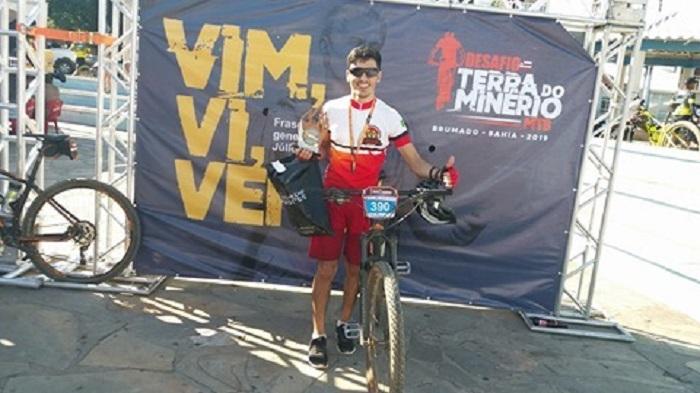 Aracatuense Alex Carvalho fica em primeiro lugar no 'Desafio Terra do Minério', realizado em Brumado